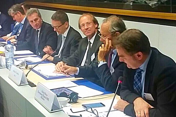 gruen-presenting-data-economy-to-oettinger
